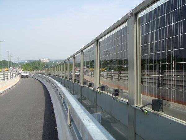 Противошумный барьер из солнечных батарей